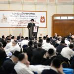 YK15 Day 1 Rav Pinchas Friedman w crowd
