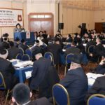 YK15 Day 1  Viznitzer Rebbe with crowd
