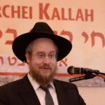Harav Nisan Kaplan, RM Yeshivas Mir Yerusholayim giving a lebedige Halacha Shiur