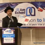 Rabbi Lau holding up Am Echad\'s Position Paper